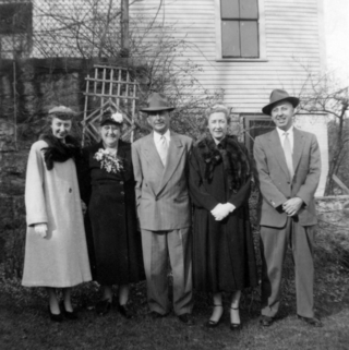 15-1947-04DoransBetty-MaryB-JohnSr-Kathleen-JohnJr-43Pleasant-w