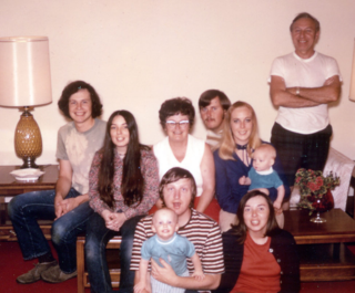 19-1971-12doranfamilyxmas-crop-w